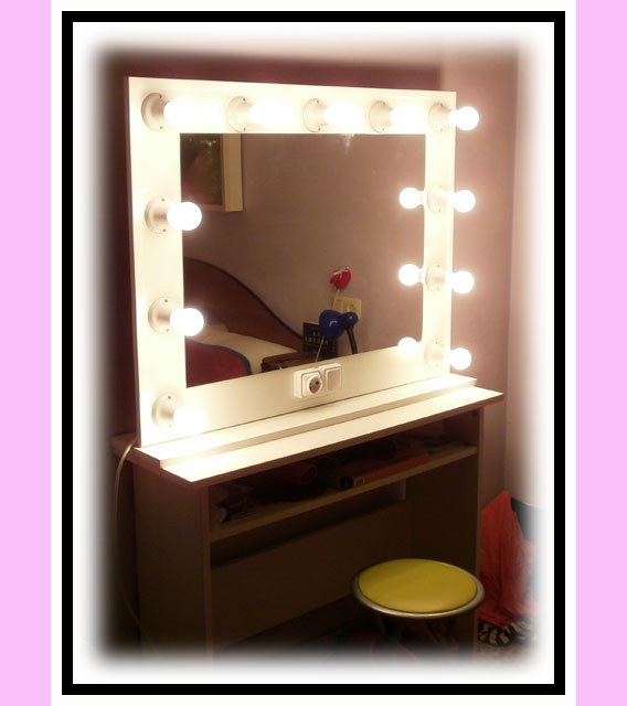 Espejo de camerino y maquillaje. Con soporte. Blanco. Horizontal. 100 x 76 cm.