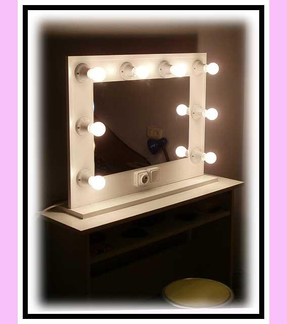 Espejo de camerino y maquillaje. Con soporte. Blanco. Horizontal. 80 x 60 cm.