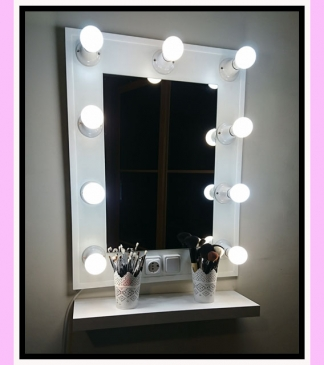 Espejo de camerino y maquillaje. Vertical. Blanco. 80 x 60 cm.